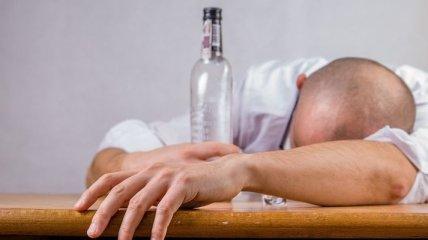 Массовое отравление алкоголем в Индии: 131 погибший