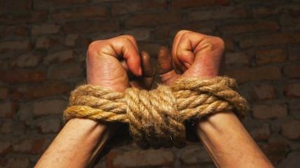 В Херсонской области местные взяли в рабство мужчину