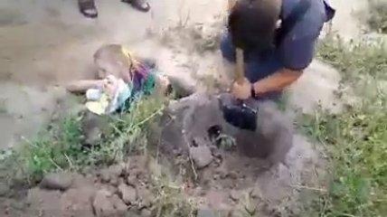Опасные игры - на Винничине мальчик застрял в земле по плечи (видео спасения)