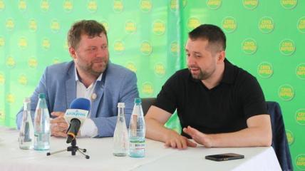 """Корнієнко та Арахамія в 2020 році оскандалилися фразою """"корабельна сосна"""", сказаною щодо колеги"""