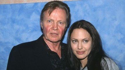 Отец Анджелины Джоли не поддержал ее при разводе с Питтом