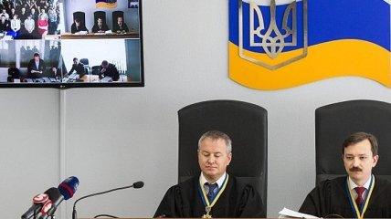 Госадвокат Януковича просит суд выделить деньги на поездку к подзащитному