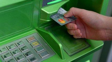 В Украине поменяются правила пользования банковскими карточками: что важно знать