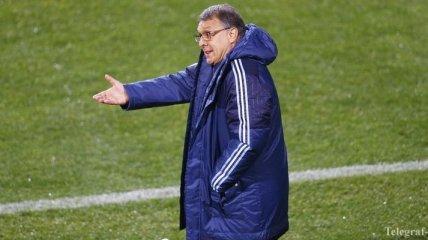 Экс-тренер Барселоны получил мячом по лицу от тренера сборной Парагвая (Видео)