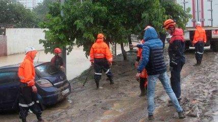 Из-за нового потопа в Сочи вышла река из берегов, есть пропавшие и первая жертва (видео)