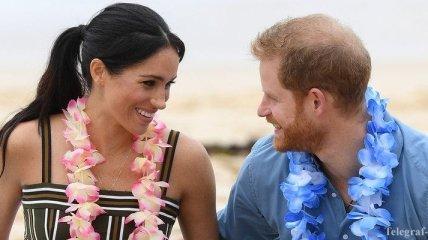 В легком платье и босоножках: Меган Маркл и принц Гарри посетили пляж в Сиднее (Фото)