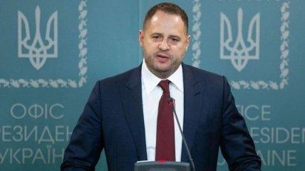 """Єрмак зустрівся з депутатами """"Слуги народу"""" - обіцяє не переходити """"червоні лінії"""""""