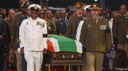 Церемония похорон Нельсона Манделы началась в ЮАР