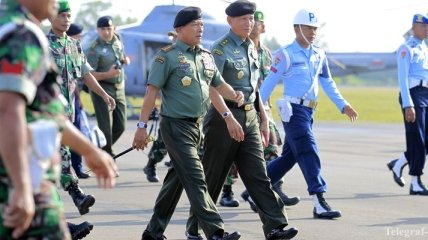 Поисками черных ящиков самолета AirAsia занялся главком армии Индонезии