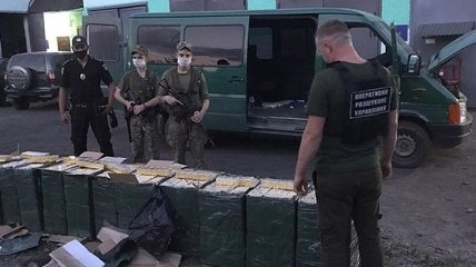 На Закарпатье пограничники со стрельбой задержали табачных контрабандистов (Видео)