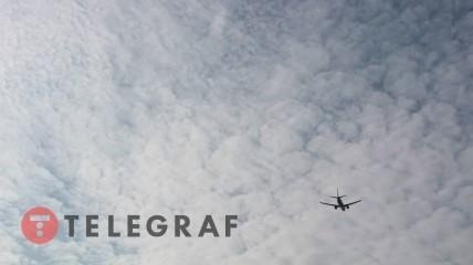 Самолет в небе Украины.