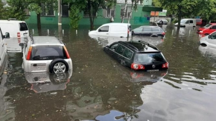 Через сильну зливу затопило Рівне