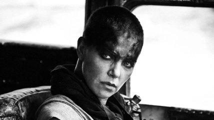 """Звезда """"Безумного Макса"""" полностью сбрила волосы, но жертва того стоила (Видео)"""
