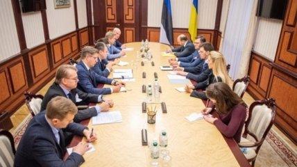 """Гончарук поговорил с главой МИД Эстонии о противодействии """"Северному потоку - 2"""""""