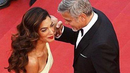 Амаль Клуни против платья: неравная борьба на красной дорожке в Каннах