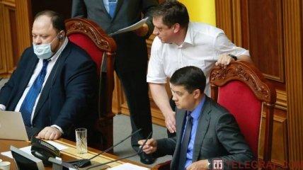 Політичні маневри Разумкова злять Банкову, але з його відставкою є одна велика проблема