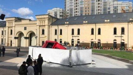 Провалившийся на Арсенальной площади грузовик