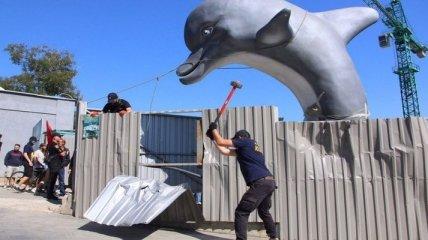 Как активисты ломали стройку дельфинария на одесском пляже Ланжерон (Видео)