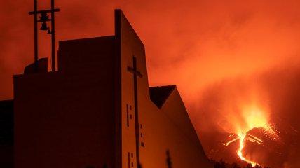 Вулкан Кумбре-В'єха став причиною того, що будинків позбулися понад 7000 осіб