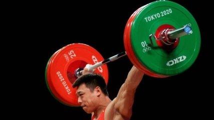 Китай остался единоличным лидером медального зачета после победы тяжелоатлета: итоги второго дня Олимпиады