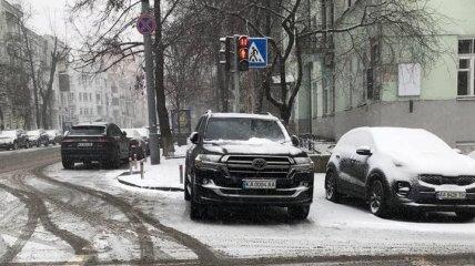 Запарковался на пешеходном переходе: Арахамию уличили в нарушении ПДД (фото)