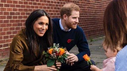 Гарри прячется за Меган: после скандального интервью в сети появилось новое фото пары