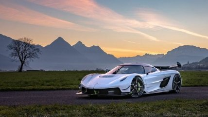 Как звучит суперкар Koenigsegg Jesko с мощностью в 1600 лошадиных сил? (Видео)