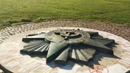 У РФ обурені демонтажем радянської зірки у Львові: в Кремлі озвучили позицію