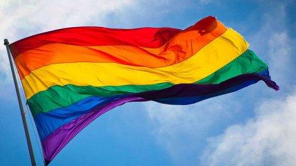Во Львове парня захейтили за защиту ЛГБТ и видео поцелуя с другим парнем в военной форме