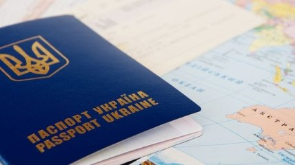 Яценюк: Биометрические паспорта начнут выдаваться с 12 января
