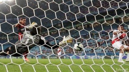 Перуанские игроки упустили за 8 секунд 5 возможностей отправить мяч в ворота (Видео)