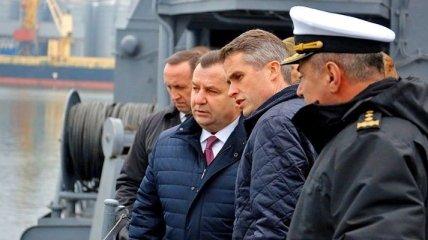 Министр обороны анонсировал множество проходов через Керченский пролив