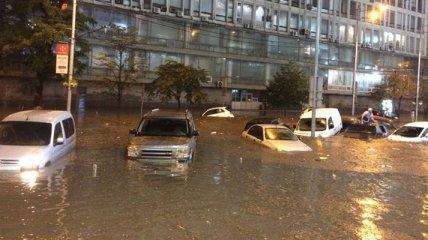 Очередной ливень в Киеве, улицы превратились в каналы: фото и видео
