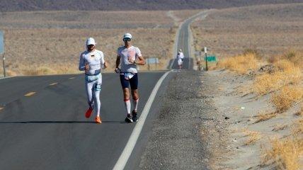 Ультрамарафон на 217 км в Долине смерти под палящим солнцем: украинец рассказал, как одолел самый тяжелый забег в мире (фото)