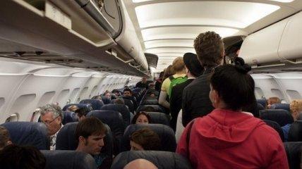 В Харькове пассажирка задержала рейс в Анталию на полчаса из-за нежелания надевать маску (видео)
