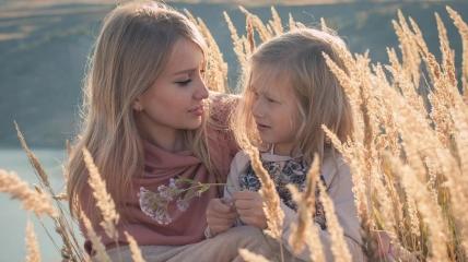 Мама с дочерью