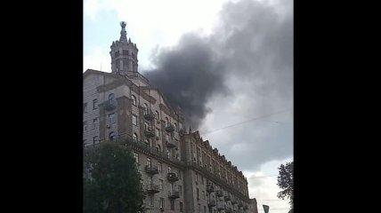 В Киеве на Крещатике произошел сильный пожар (видео)