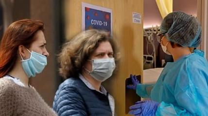 В сентябре количество больных коронавирусом растет каждый день.