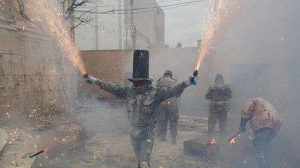 Фестиваль Els Enfarinats: мучной военный переворот (Фото)