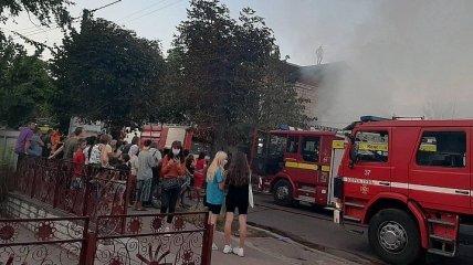 В Житомирской области загорелся магазин, пламя перекинулось на другие строения (Фото)