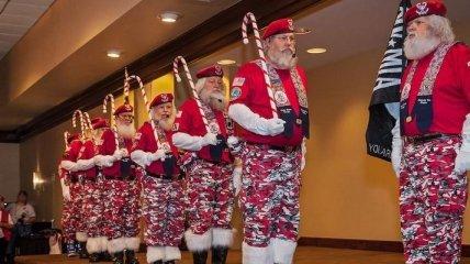 Собрания Санта-Клаусов, русалок, пони - чудные развлечения американцев (Фото)