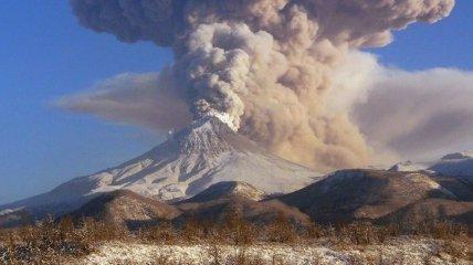 Вулкан Шивелуч выбросил шестикилометровый столб пепла