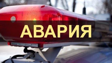В Киеве водитель врезался в столб