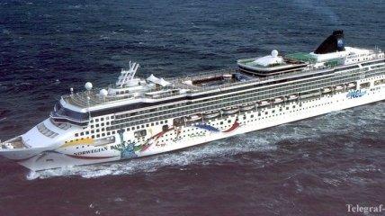 На Бермудах сел на мель круизный лайнер