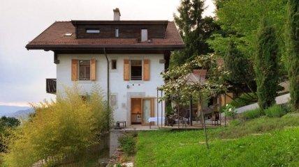 Столетний швейцарский дом на берегу, в котором хочется встретить старость (Фото)