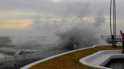 Красивый шторм в Одессе (Фото)