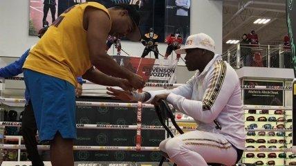 Нокаутированный Гвоздиком боксер сделал первые шаги после комы