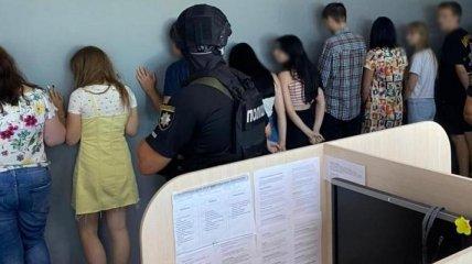 Угрожали и шантажировали порнофейками: в Украине накрыли крупную банду коллекторов (фото)