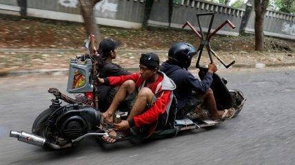 Яркие снимки из повседневной жизни в Индонезии (Фото)
