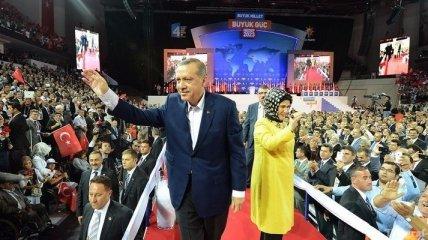 Тайип Эрдоган переизбран на пост  правящей партии